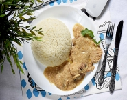 Chicken piccata with mushroom and white rice