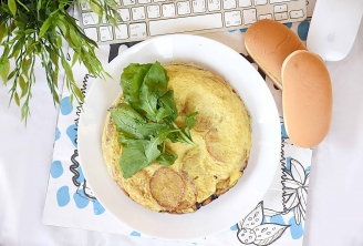 Spanish tortilla patata with 2 piece bread